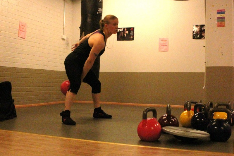 KB one handed hi-pulls.