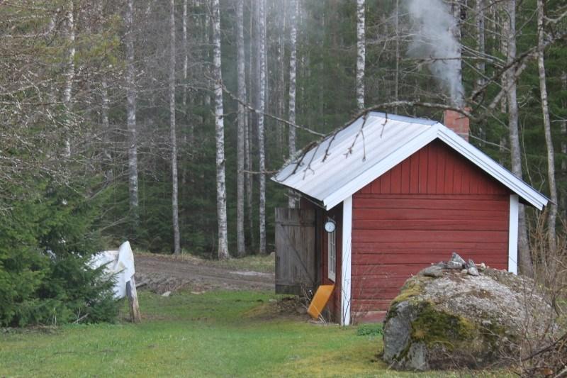 Mökillä ykkösjuttu on puusauna, joka lämpenee joka ilta!