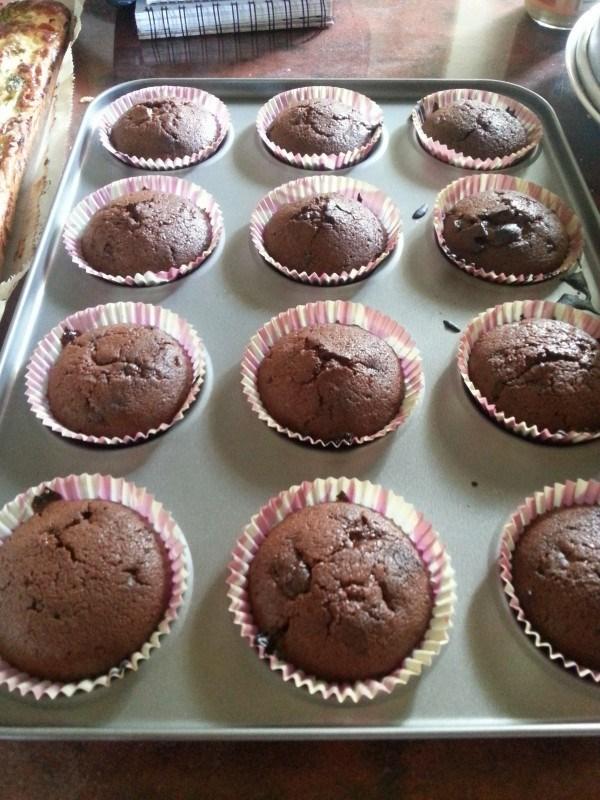Eilen leivoin neljä pellillistä minttusuklaa-muffinsseja.