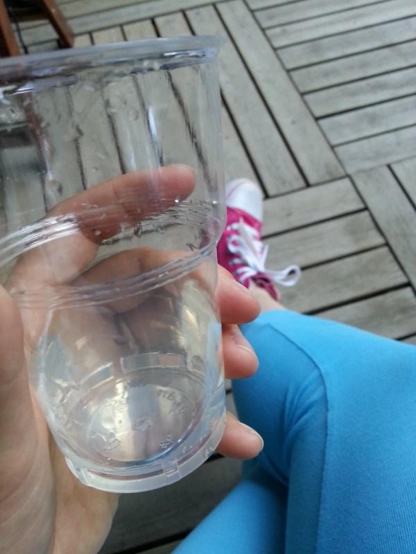 Ja yksi drinksukin mulle iskettiin kouraan. Ei kerrota kellekään, mutta piilotin osan tuolin alle :D