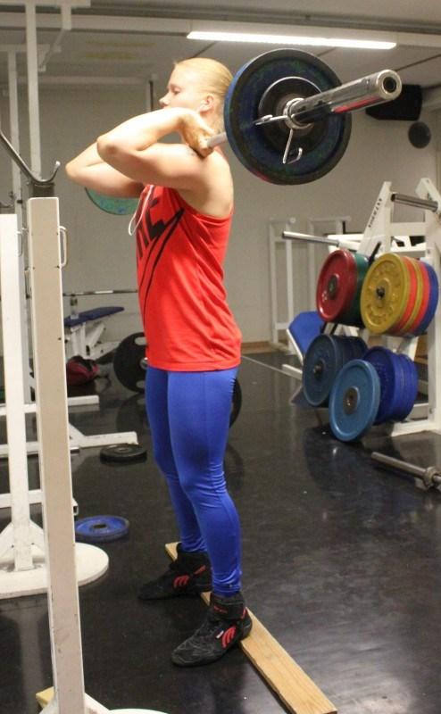 Front squat 3*10*42,5kg.