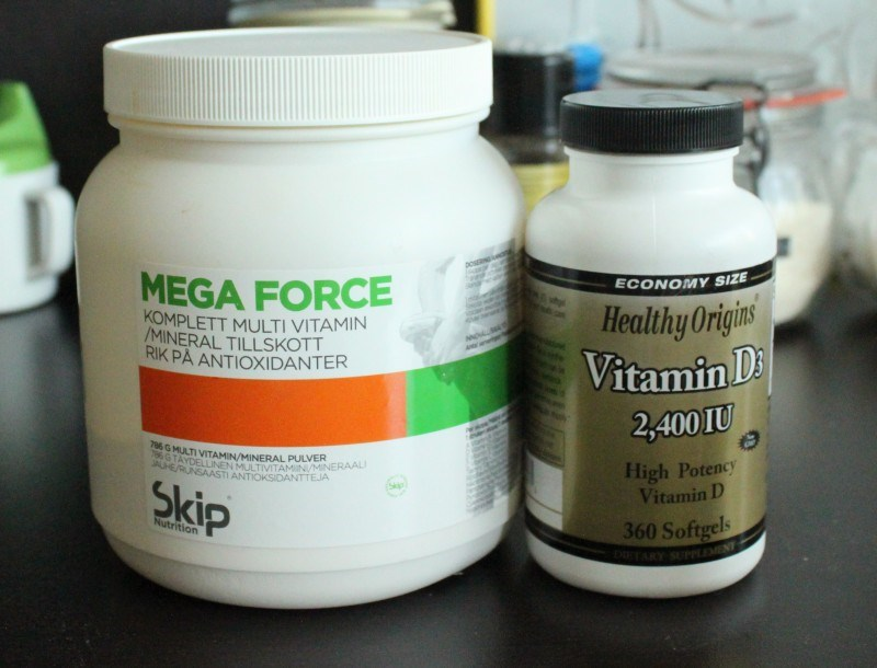 Monivitamiini jauheena sekä d-vitamiini.