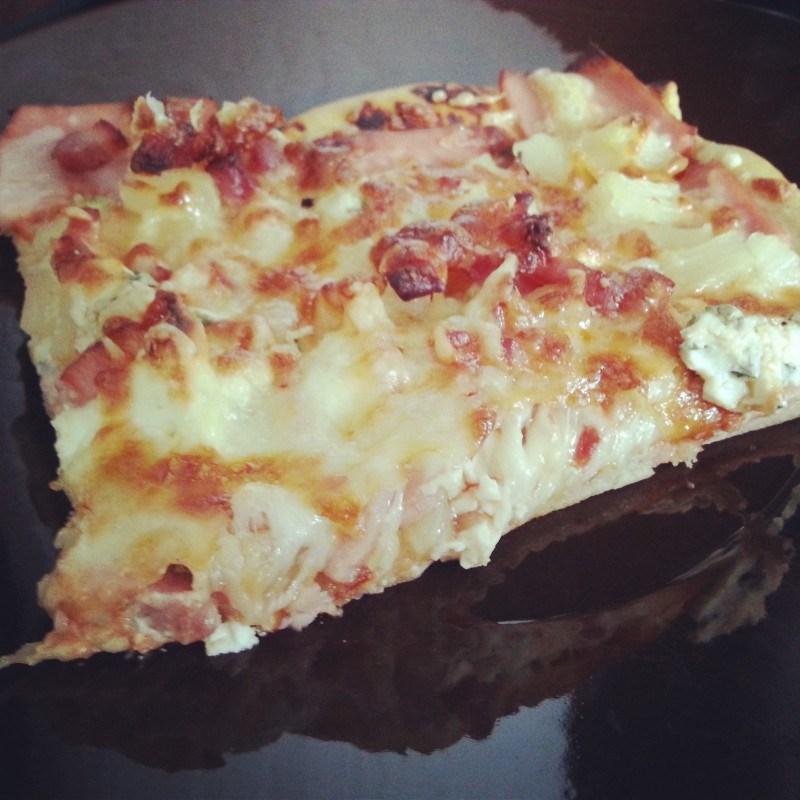 Sunnuntaina tehtiin itse pizzaa! On se itse tehty vaan niin hyvää :)
