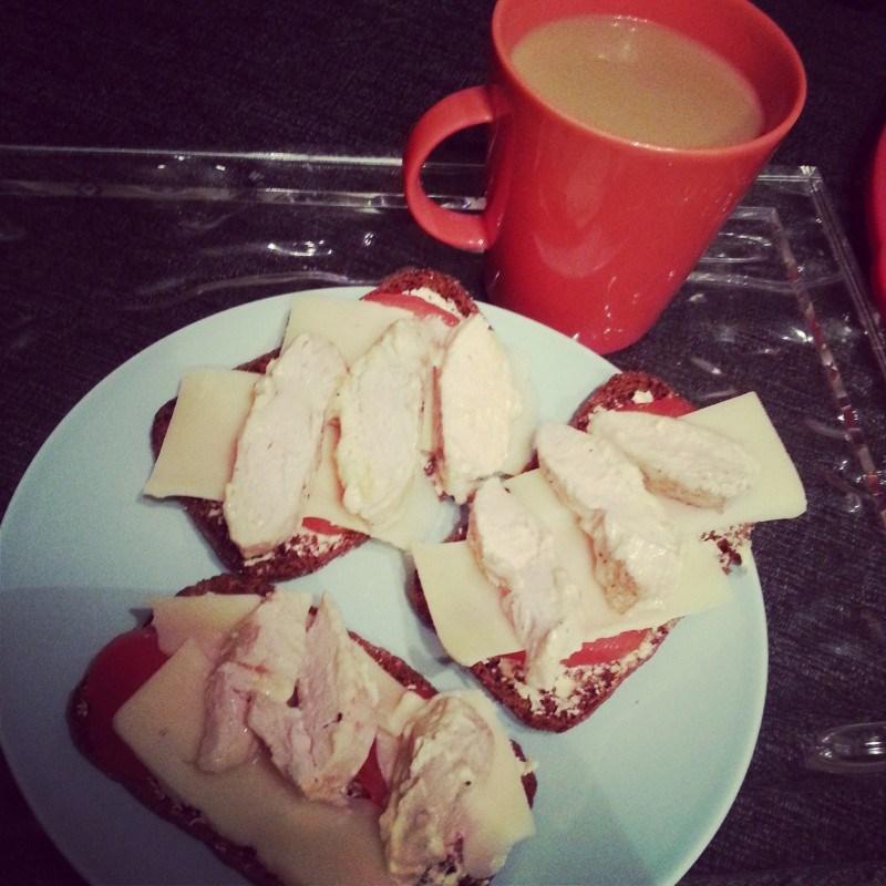 Lauantain aamupala ennen treeniä: chicken sandwiches!
