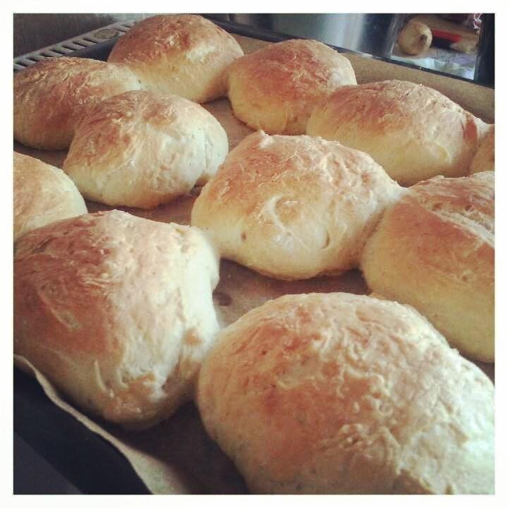 Sämpylöitä leivoin lauantaina.