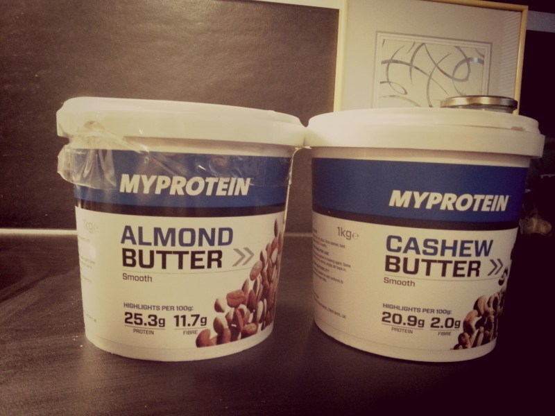 Mies tilasi meille Myproteinilta almond- ja cashewbutteria. Nam!