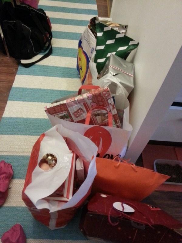 Tässä vain osa lahjoista, jotka lähti meiltä eteen päin..