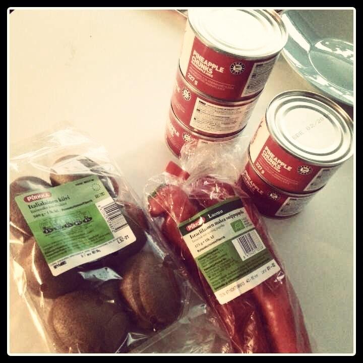 Paljon oli vihanneksia ja hedelmiä tarjouksessa!