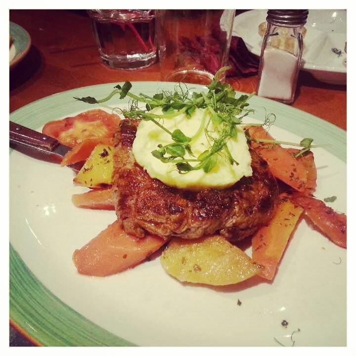 Fonda del Solissa käytiin syömässä. Mulla grill steak ja lämpimät kasvikset valkosipulivoilla :)