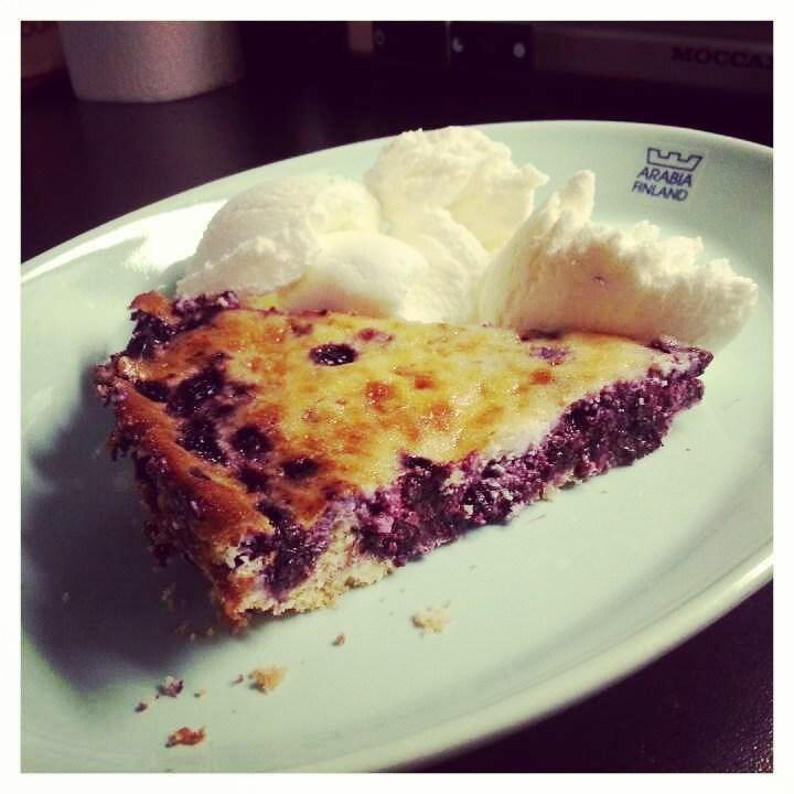 Lauantaina tein gluteenitonta mustikkapiirakkaa, ohje tulossa blogiin!