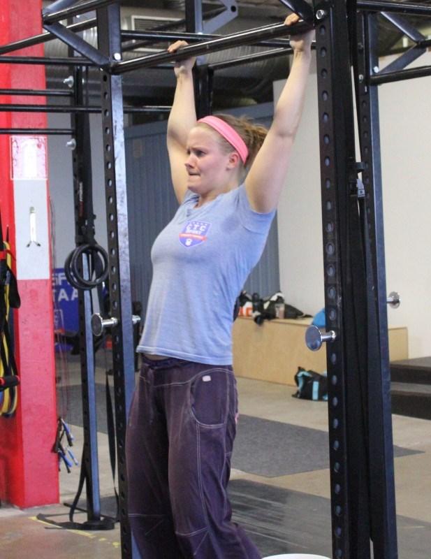 Kesken treenin opin kippaamaan knees to elbowsissa!