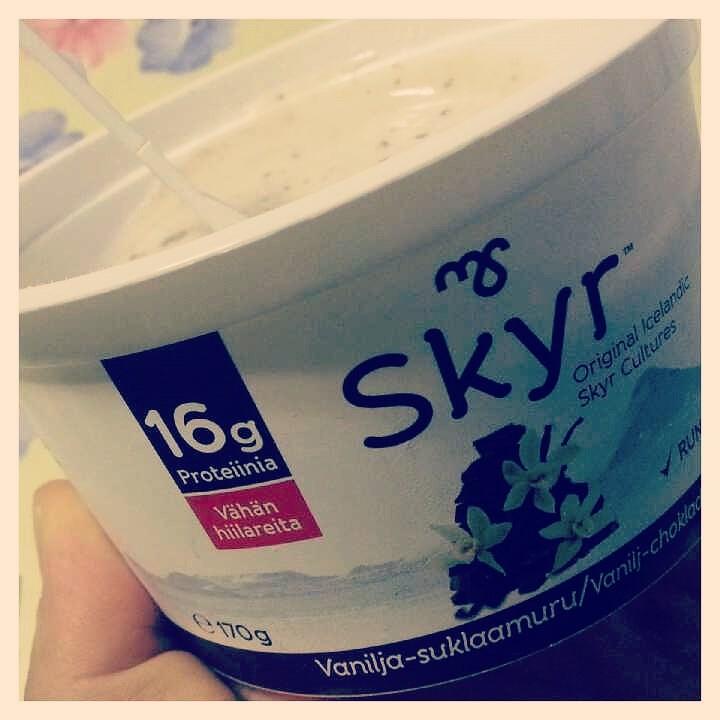 Mökillä maistoin uutta Skyrriä. Ei ollut oikein mistään kotoisin.