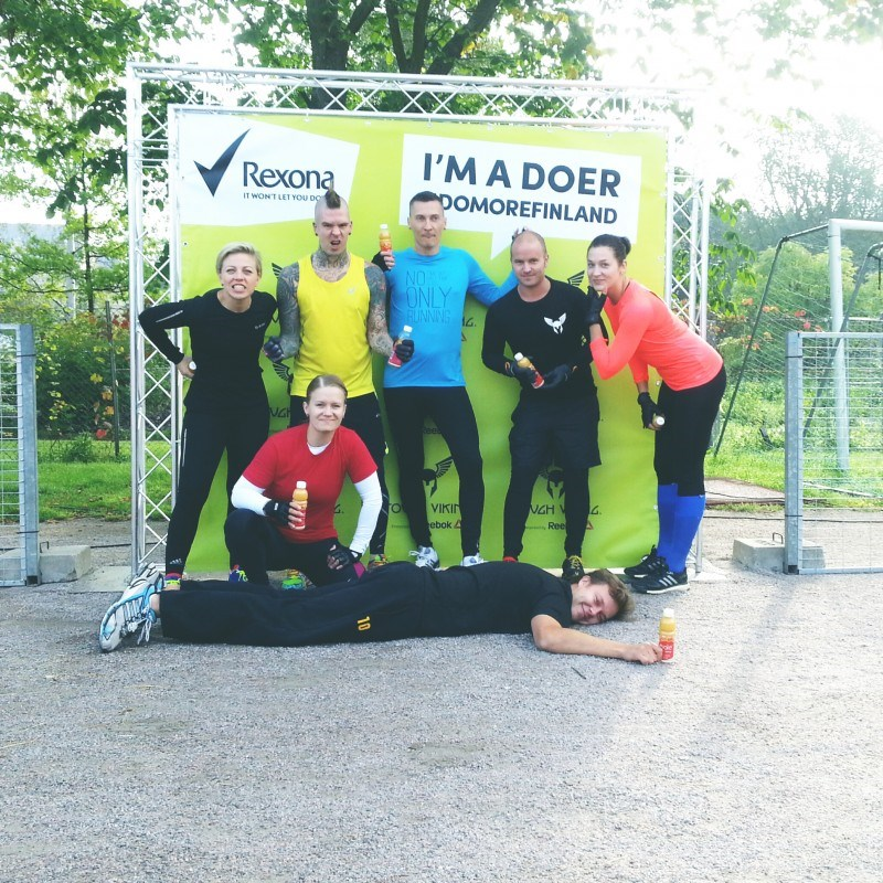 Meidän joukkue: Kaisa Puuronen, Kristoffer Ignatius, Jukka Nikolajeff, Sami Kapanen, Veera Teppola, minä ja Evoken Henkka.