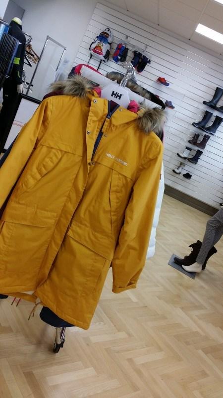 Sama takki, eri väri. Miellyttääkö silmää?