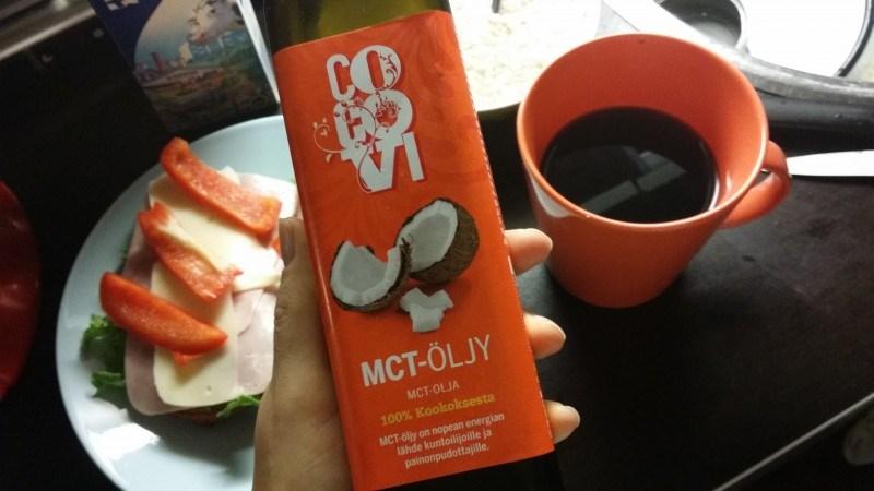 MCT-öljyä loraus kahviin aamuisin.