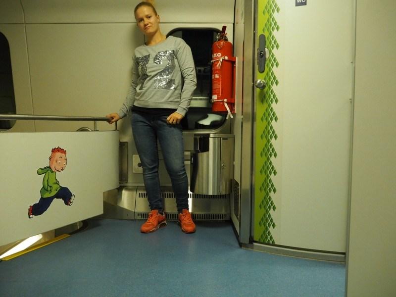 Paita: Seppälä // farkut: kirppis // kengät: Nike air max Huomaa originelli päivän asun kuvauspaikka :D