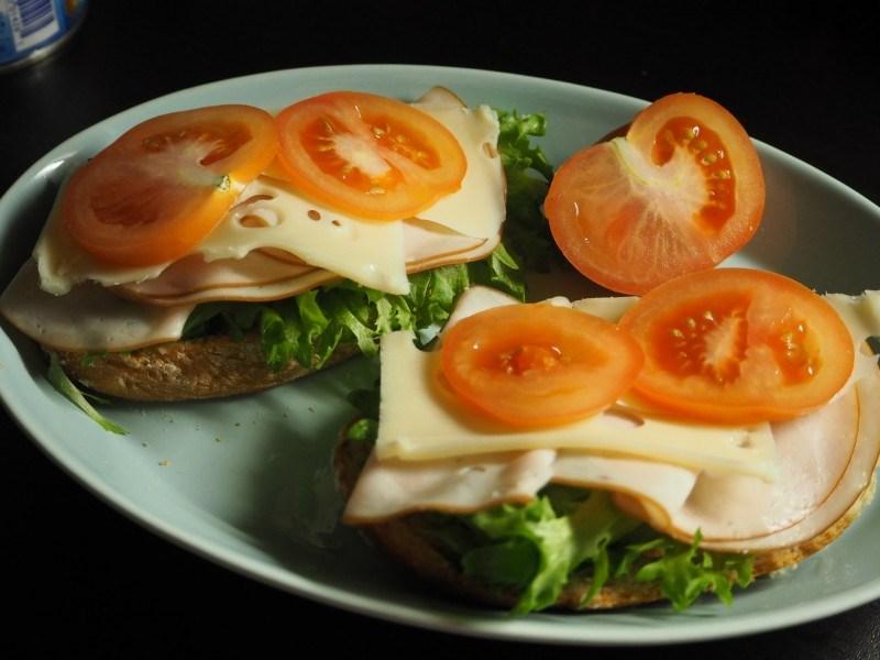 Siinä ne kuuluisat aamupalaleivät...