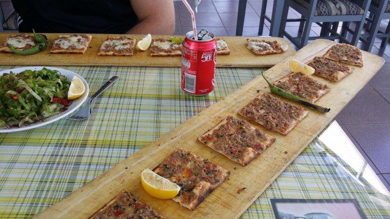 Turkissakin miehen ruoka näytti paremmalta!