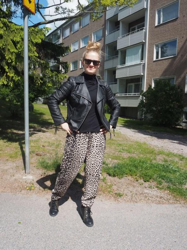 Takki & paita: H&M // housut: Lindex // kengät: Sunny's.
