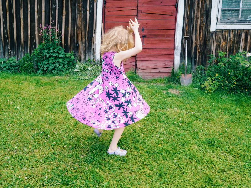 Tällaisen mekon tein tytölle lomalla.