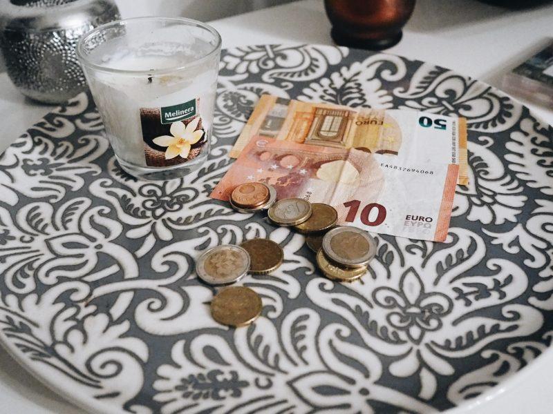 mihin mun rahat oikein katoaa?